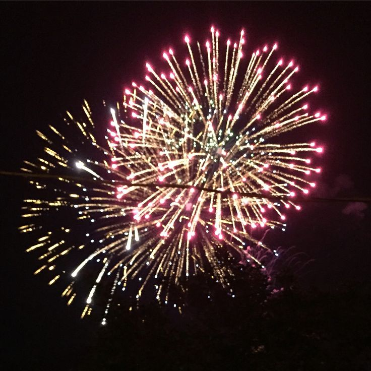 Sere d'estate... #estate #estate2016 #summer #summer2016 #seredestate #fuochidartificio #fireworks #pyrotechnik #fireworksshow #squillani #festapatronale #santamariadelcarmine #santamariadelcarmelo #bellezzaprecaria #instagram #instagramitalia #festadelpaese