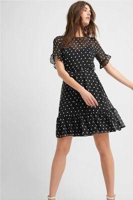 Φορέματα · Πουά φόρεμα ως το γόνατο. Διαφάνεια layer με εσωτερικό φόρεμα με  ραντάκι. Κοντό μανίκι f3754f3a678