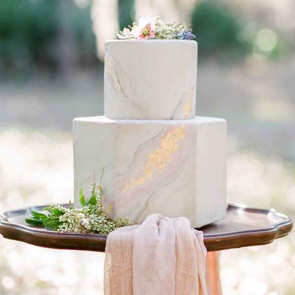Pink and gold marbled wedding cake from Le Petit Sweet.
