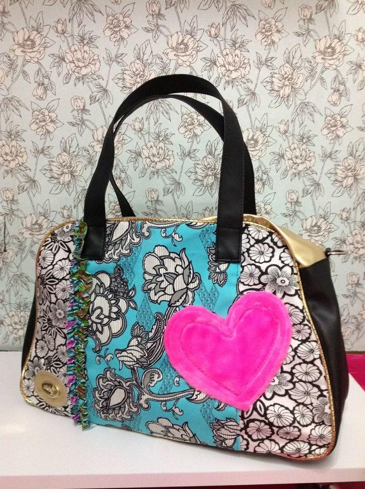 Ref Luciana. Bolsos con corazon fondo entero, material sintetico y tela, fondo reforzado.  http://bolsossyzapatoss.blogspot.com/  http://www.facebook.com/pages/Bolsos-y-Zapatos/327837507315482