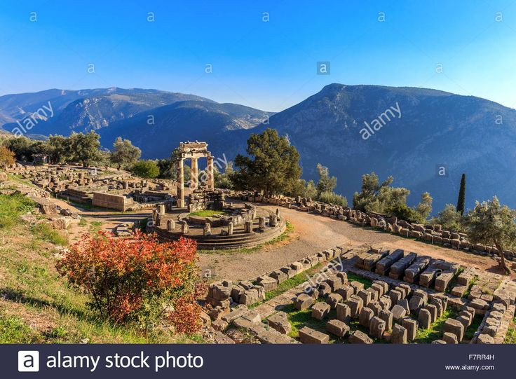 Download this stock image: ruins Athina Pronaia temple in Ancient Delphi, Greece - F7RR4H from Alamy's library of millions of high resolution stock photos, illustrations and vectors.