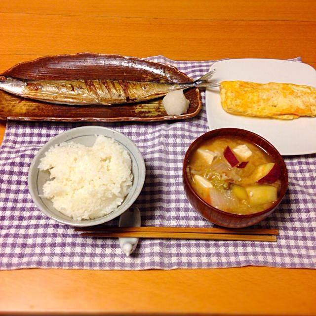 秋刀魚の塩焼き、豆腐入り卵焼き、具沢山な豚汁。いただきます。 - 15件のもぐもぐ - 今日の晩御飯 by yujimrmt