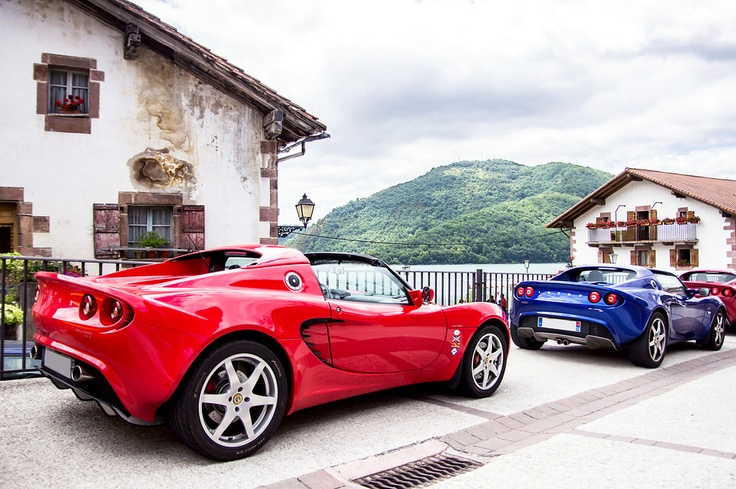 Couple of Elise's in some exotic european setting