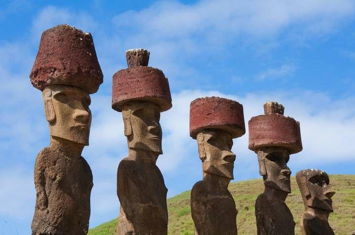 Se han contabilizado unos cincuenta moai con pukao en la Isla de Pascua.
