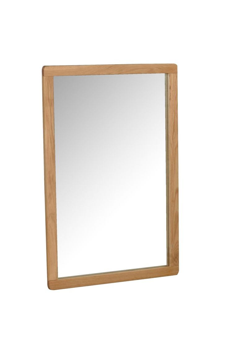 Spejl af lakeret eg, kan hænge liggende eller stående. 60x90 cm.