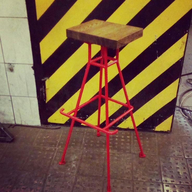 Бурный стул ЛЭП.  Было сделано вместе с мастерской CrafrsStation, для бара  Buzzer.