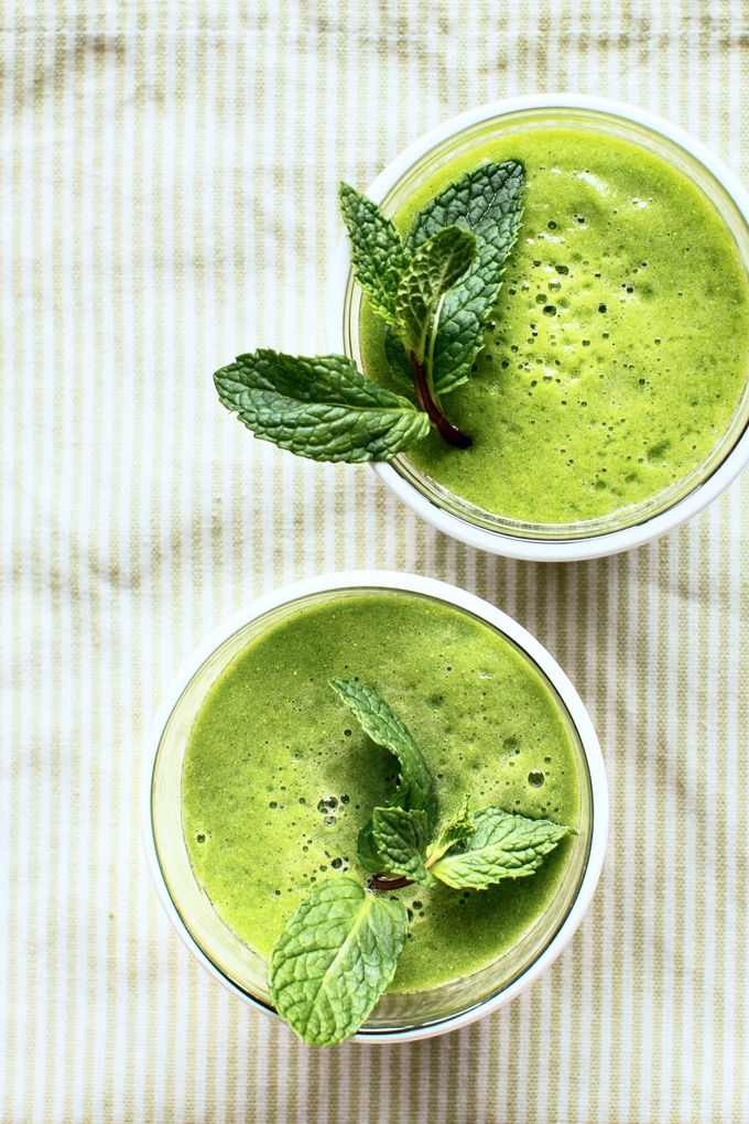 A healthy smoothie recipe flavored with green tea, ginger, fresh mint, spinach, pineapple and pear.