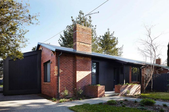 Contemporary renovation of a semi-detached clinker brick 1940's house in Hampton - CAANdesign