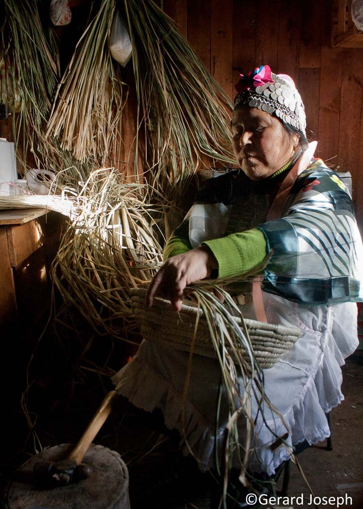 ARTESANÍA CHILENA: La artesanía de un país son rasgos culturales que pueden decir mucho de su idiosincrasia. En el caso de Chile, su artesanía se puede considerar muy apreciada, sencilla. Un viaje a Chile te permitirá conocerlas y comprobar si es así.