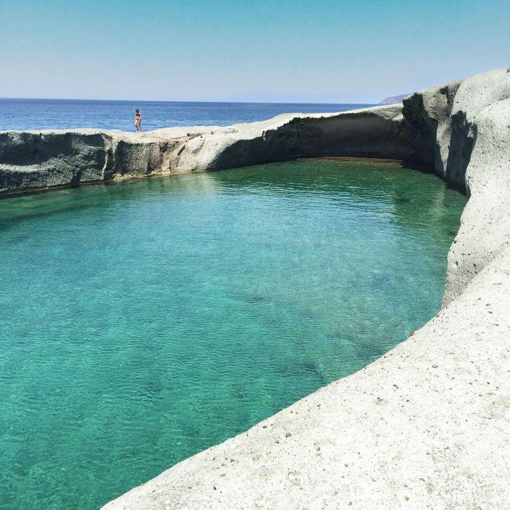 Scopriamo assieme la piscina naturale di Cane Malu a Bosa, circondata dalla roccia e dall'acqua turchese, è il must dell'estate 2015!  Pic @mariapiacossu per @igersoristano