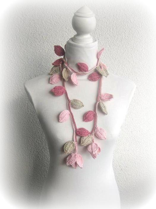 Crochet bufanda lariat con hojas en Dusty rose por Iovelycrochet