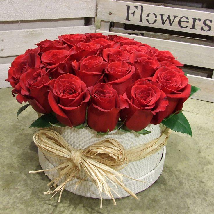 Rosas rojas en caja www.llorensyduran.eu/tienda T.914115427