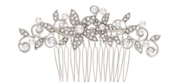 Mariage Bal détudiants Peigne de fête de mariage. Fait avec des fleurs en cristal et des accents de perles  Finition couleur argent 3/ 8 cm de hauteur environ. Obtenir peigne grip