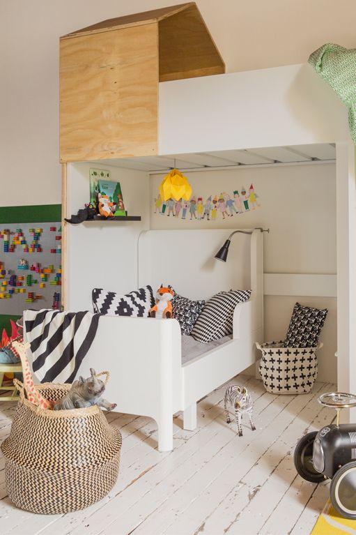 Privehoekje in kinderkamer bij bed | 2 kinderen één kamer