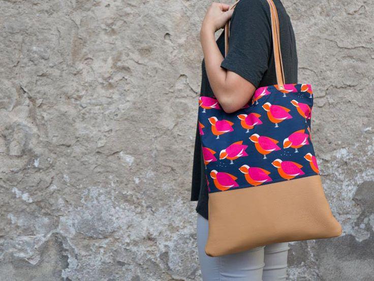 Kostenlose Anleitung: Trendigen Shopper mit Lederriemen nähen / free diy sewing tutorial: how to sew a shopper bag with leather via DaWanda.com