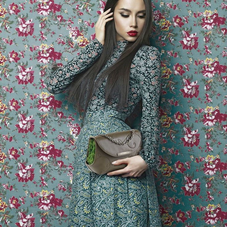 The first pochette with real stabilized Lichen is Grace from F/W 2016 Collection here in the classy and graceful Tundra colour.  More on linfaglam.com | #handmade #fashion #glam #pochette #handbag #bag #fw2016 #linfaglam #madeinitaly #plants #bags #handbags #clutchbag #fall #fall16 #flowers #floraldress