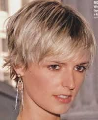 how to grow out a pixie cut - Google Search Good example of growing out front, but keeping the back short.