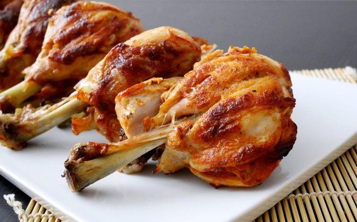 Il pollo tandoori è una deliziosa preparazione indiana molto aromatica e speziata. Il pollo tandoori prende il suo nome dal forno tandoor, il tipico forno