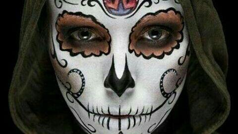 """La señora de la muerte que gobierna el inframundo  -      """"Mic-mik""""hace referencia a la Muerte, a los Difuntos y a la Transformación, """"Cihuatl""""quiere decir mujer y""""Tlan""""significa """"en medio de"""" o """"lugar de.    En náhuatlMictecacíhuatl oMictlancíhuatl quiere decir""""Señora de la muerte"""".    Dentro de la mitología mexicana ella es la reina del último nivel del inframundo: elMictlán. Allí reina junto a Mictlantecuhtli – el rey – esperando la llegada de aquellos que mueren por causas…"""