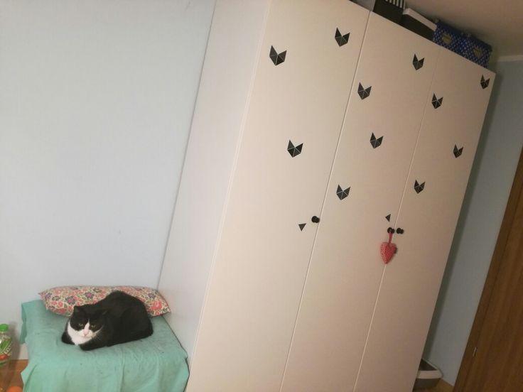 Koty na szafie wyklejka diy