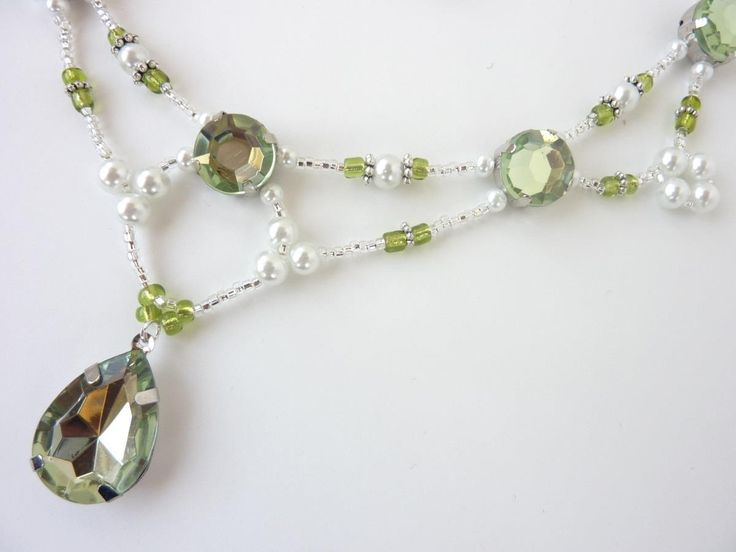 DIY jewelry: Free beading pattern for a lovely old-world style regal necklace made of white pearls with blue and silver accents.