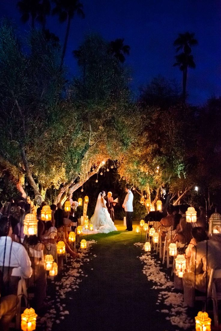 Night wedding @Wren Johnson I guess you actually could do the ceremony in the dark if you do it like this!