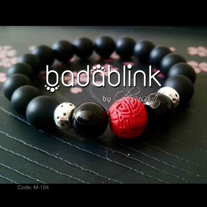 Black onyx and metal bracelet with red cinnabar bead   | Material: natural stones, cinnabar beads and metal  | Length: 18-22 cm/7-9 inches   | Inquiries: facebook.com/badablink    | Line: badablink    | Email: hello@thebadablink.com
