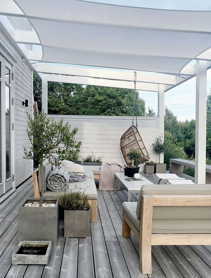 Sunshade over the patio (stilinspiration)