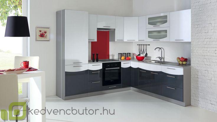 SMILE konyhabútor 260 cm  SMILE konyhabútor 260 cm egyszerű és kompakt megoldás. Kiváló ár/érték arányú választás, minden alapvető konyhai berendezésnek, tárolásnak kialakított hellyel. Az ajtók és fiókok csillapítós vasalatokkal vannak ellátva. A frontok MDF-ből készülnek.
