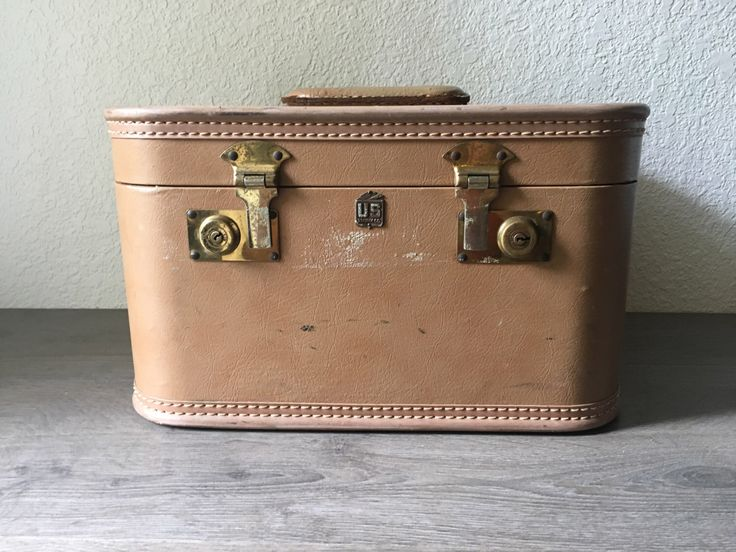 Vintage Train Case Luggage Tan US Trunk Co by UnearthedSalvage on Etsy https://www.etsy.com/listing/484852372/vintage-train-case-luggage-tan-us-trunk