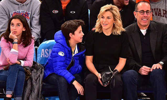 Jerry Seinfeld enjoys a Knicks game with his family in New York City