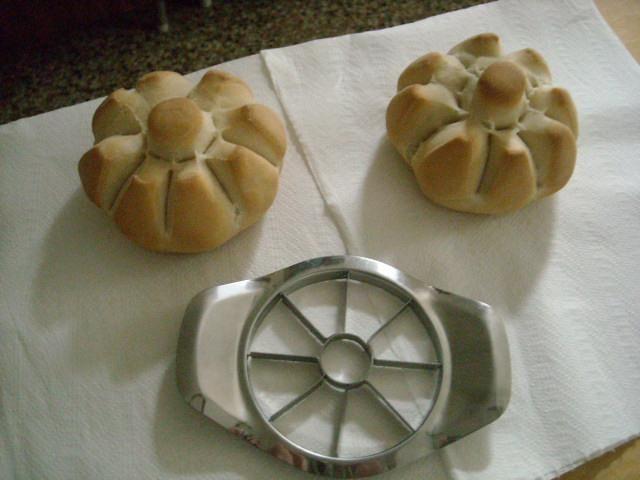 Apple slicer bread shape