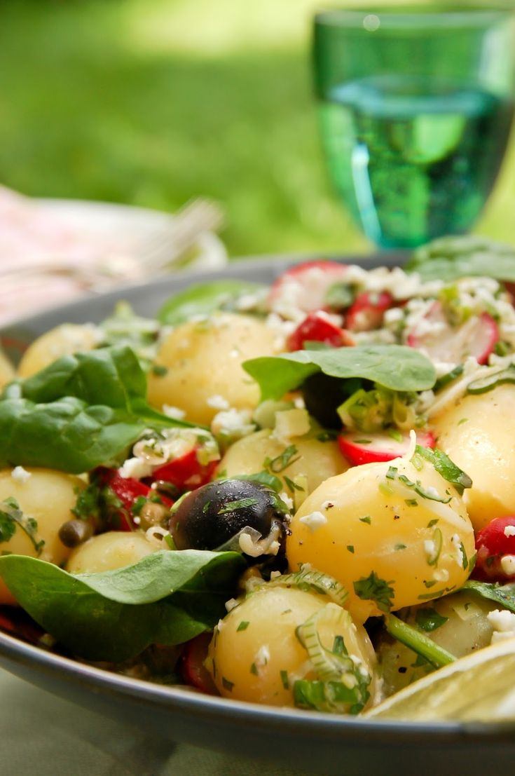 Kreikkalainen perunasalaatti / Greek potato salad