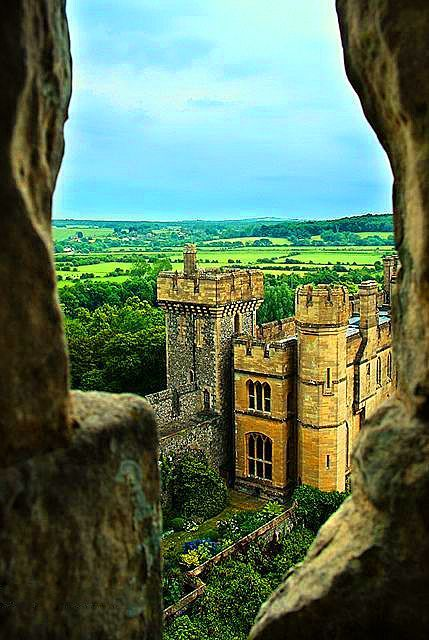 """Dᴏɴ'ᴛ. Lɪᴇ. Tᴏ ᴍᴇ."", bonitavista:   Arundel Castle, England  photo via..."