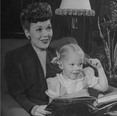 Jane Wyman with her daughter Maureen Reagan in 1944
