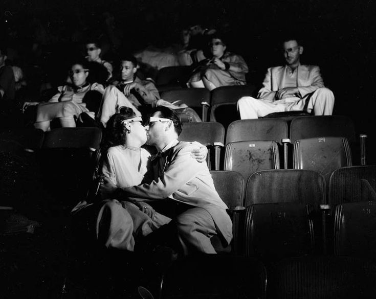 Arthur FEllig Photographing spectators in the cinemas in 1943 Weegee