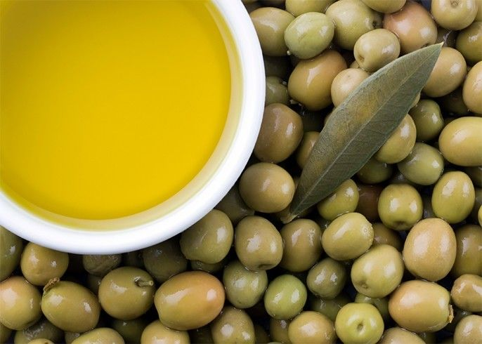Using olive oil on face
