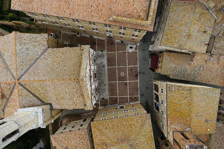 "Piazza Pio II a Pienza. Foto di ""Paolo alias Opaxir"" su http://www.flickr.com/photos/opaxir/10182345954"