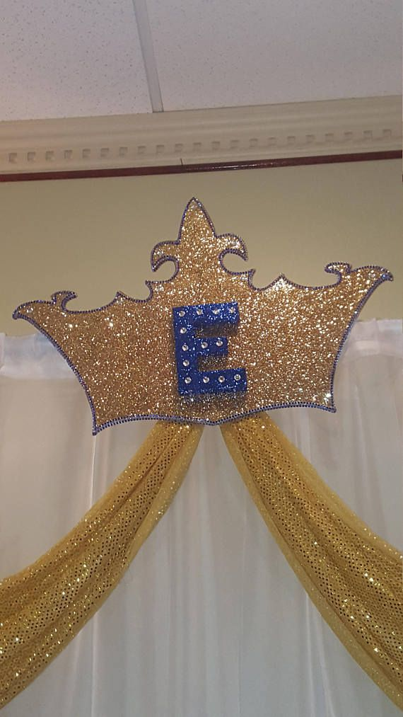 Large backdrop crown, large crown,backdrop, gold crown,initial