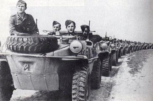 A company with Schwimmwagen of SS-Schützen-Regiment ''Thule''