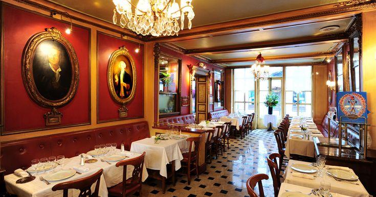 Restaurant historique : Le Procope, une institution depuis 1686. Fondé par l'italien Francesco Procopio Dei Coltelli, Le Procope est un restaurant situé dans le 6ème arrondissement de Paris, est réputé dans le monde entier. http://www.pinterest.com/achatenville/paris-boutiques-exceptionnelles/