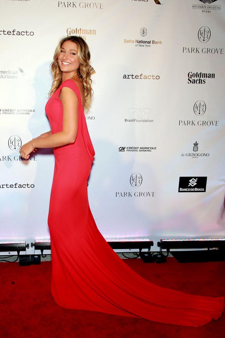 Sasha Meneghel estreia como estilista com coleção para a Coca-Cola Jeans