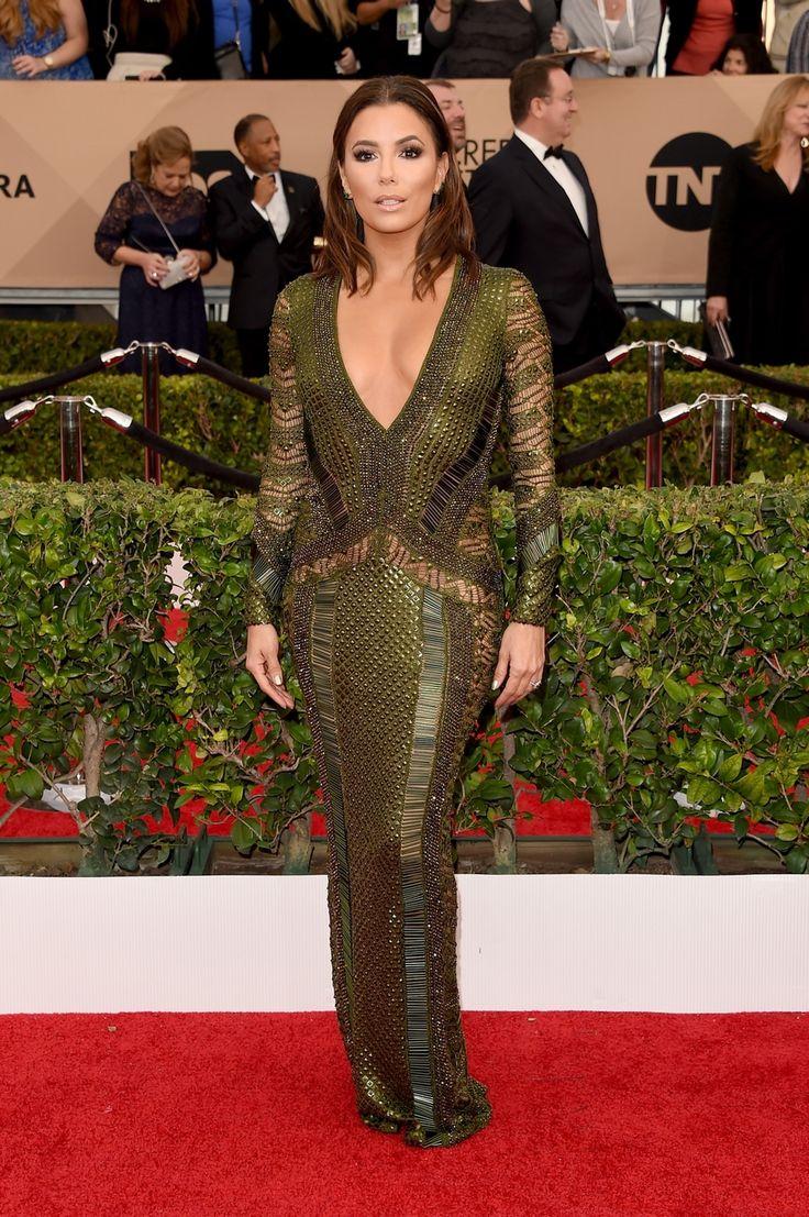 Λίγο πριν τα Όσκαρ, τα SAG Awards δίνουν το μεγαλύτερο στίγμα για τους νικητές που έρχονται. Τα βραβεία δόθηκαν και ο Leonardo Di Caprio είναι ένα βήμα μακριά από το χρυσό αγαλματάκι. Το κόκκινο χαλί είχε λάμψη αρκετές καλοντυμένες, γυμνές πλάτες, γυμνασμένα πόδια, μία δυνατή επανεμφάνιση από την Nicole Kidman, μία σέξι Sofía Vergara αλλά και μία θεά που δεν είναι άλλη από την Helen Mirren.  Helen Mirren