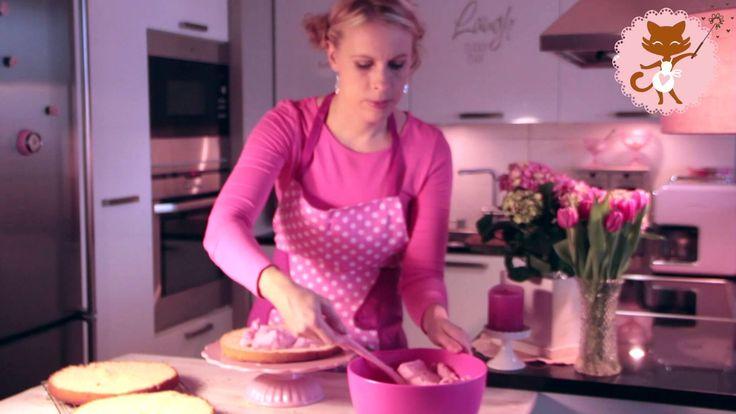 Täytekakun kokoaminen: näin leikkaat ja täytät kakkupohjan. #video #howto #youtube #baking