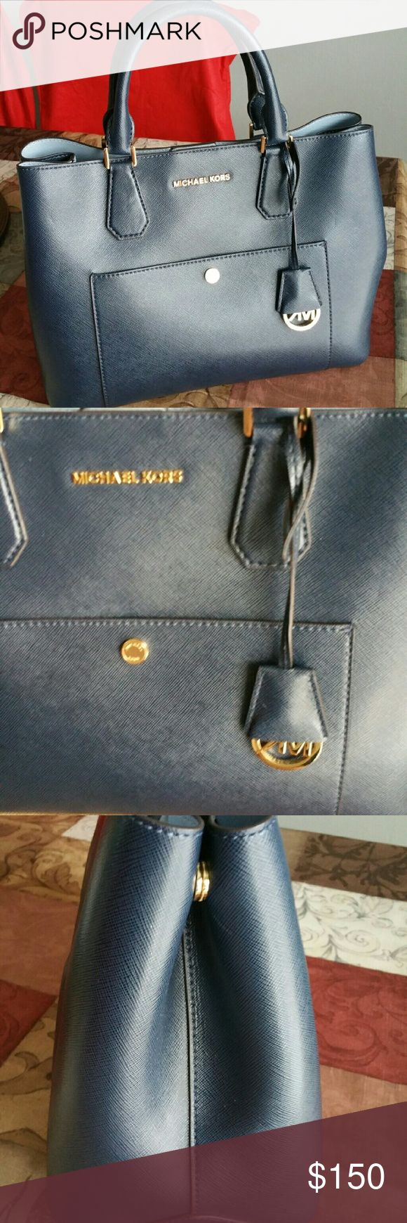 Michael Kors Greenwich bag PRICE FIRM,I ALREADY LOWERED ALL MY PRICES Large size Tv 400 Michael Kors Bags Shoulder Bags