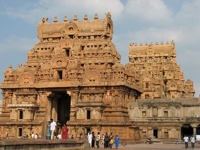 The Chola temples bring out the best elements of the Dravidian style of architecture