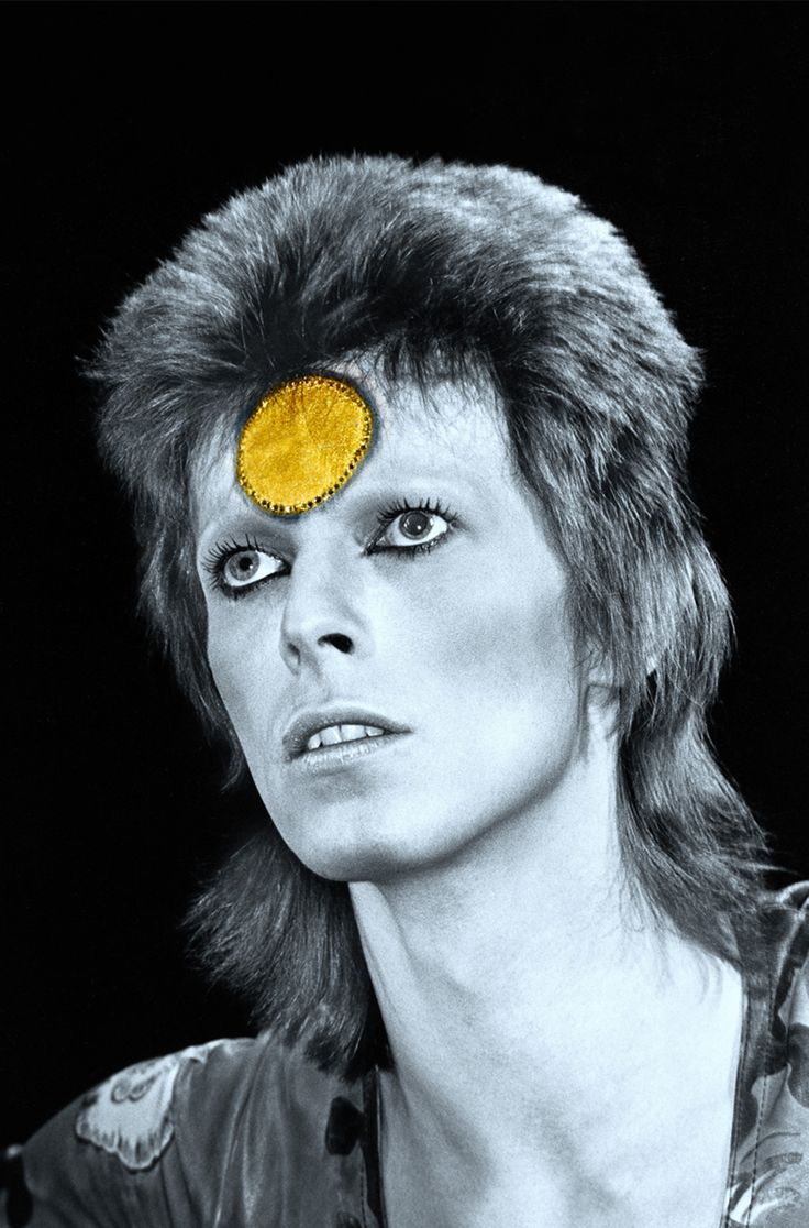soundsof71: David Bowie: Ziggy Stardust trazendo seu jogo delineador max, cor editar pelo fotógrafo Mick Rock