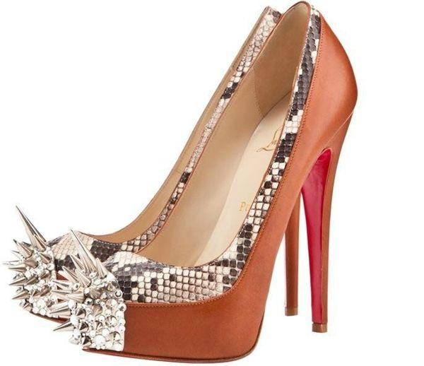 Рыжие туфли с шипами
