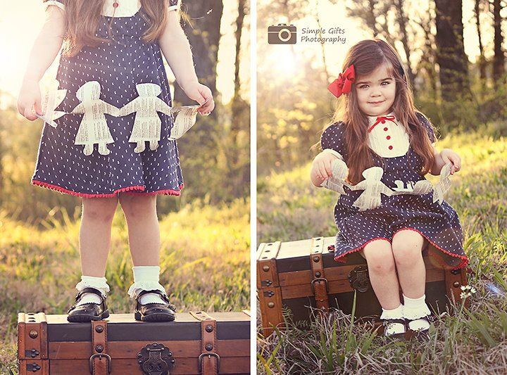 Simple Gifts Photography  Be Inspired: Newspaper » Confessions of a Prop JunkieDolls Simple, Photography Favorite, Gift Photography, Dolls Holding, Newspaper Dolls, Personalized Photography, Girls Paper, Child Photography, Dolls Ideas