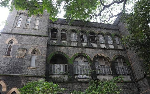 Colonial mansion of Lord Harris, former governor of Bombay who popularised cricket in India, is being allowed to collapse as property speculators circle.